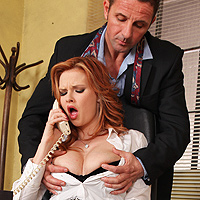 Sesso anale in ufficio con la ninfomane perversa